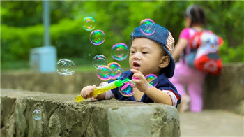 深圳亲子心理咨询师-一招让你轻松应对孩子的哭闹